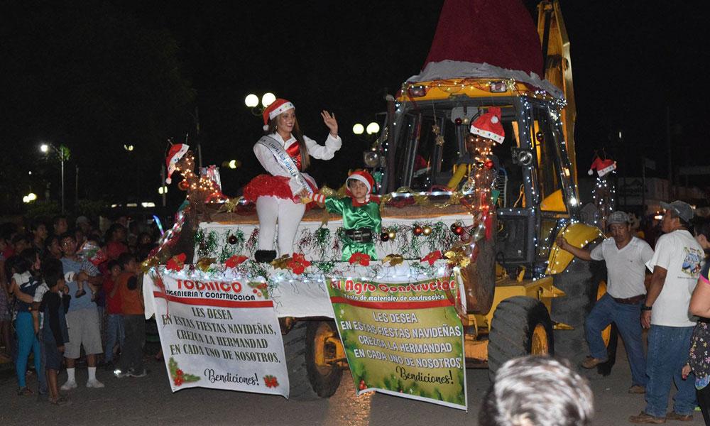 Fotos Carrozas Navidenas.Desfile De Carrozas Navidenas Municipalidad De El Estor